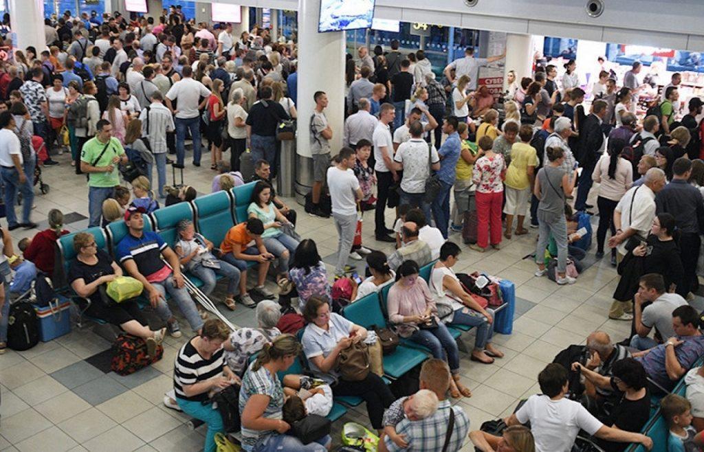 Много людей в аэропорту