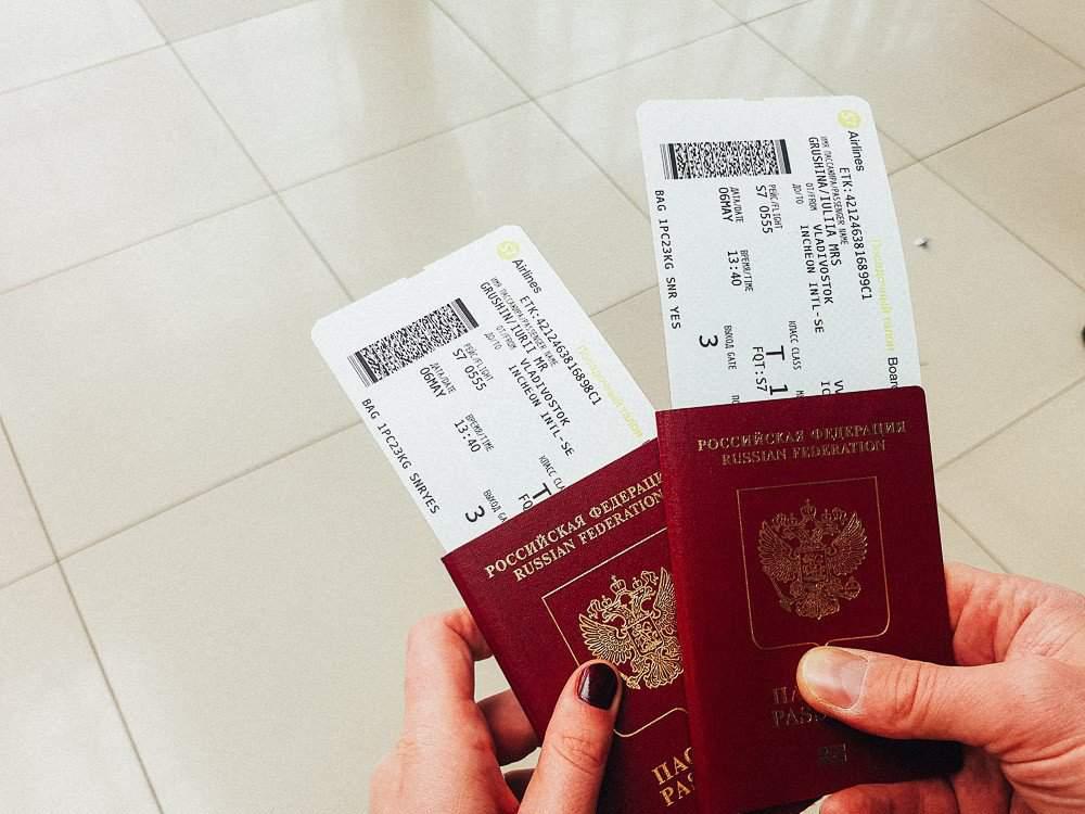 паспорта и авиабилеты
