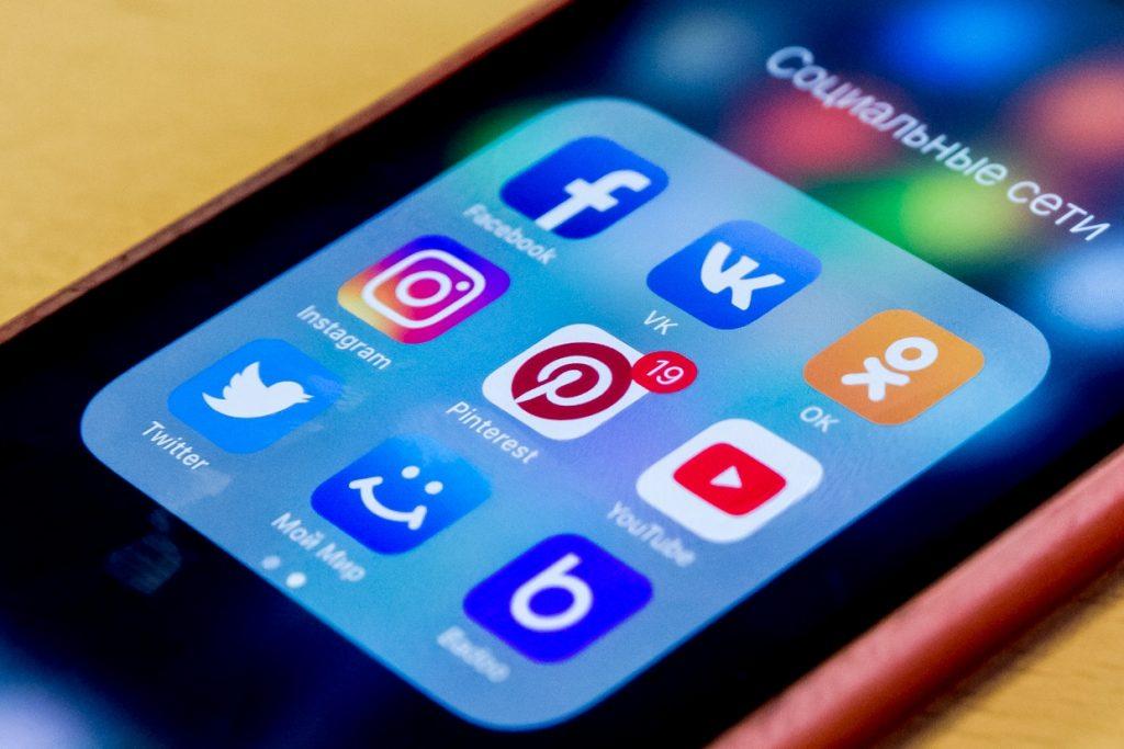социальные сети телефон