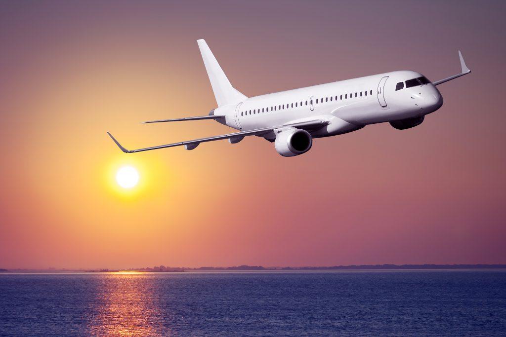 Самолет закат море