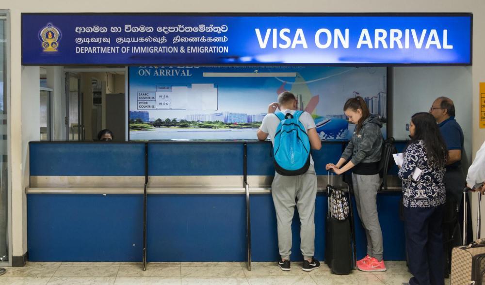 Самый простой вариант - получение визы в аэропорту. Проще только отсутствие визы