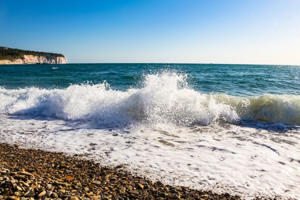 Черное море волна