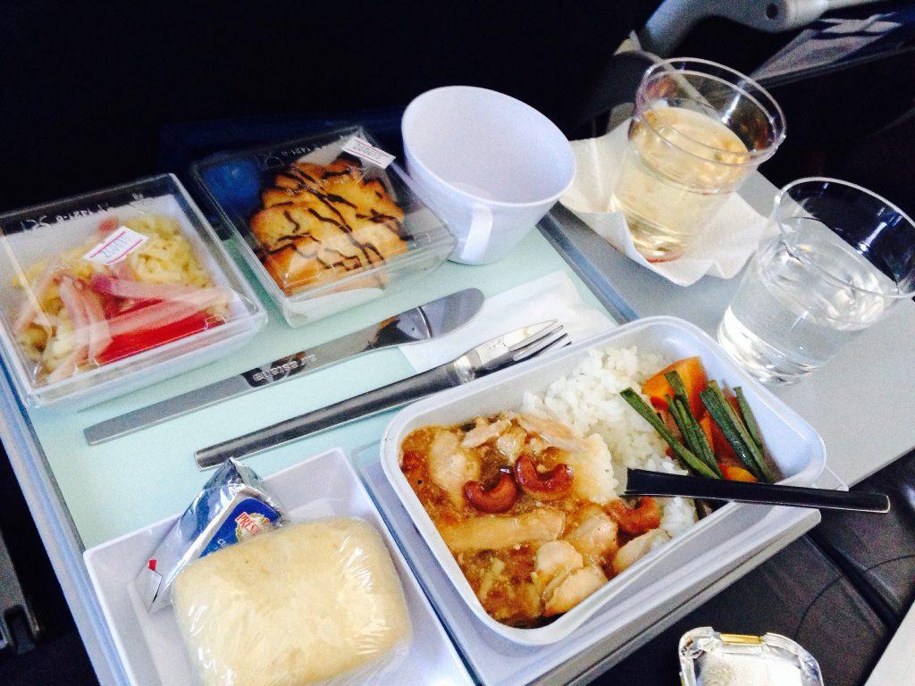 Питание в самолете, еда в лоукостере