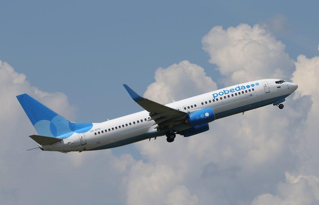 Победа самолет в небе