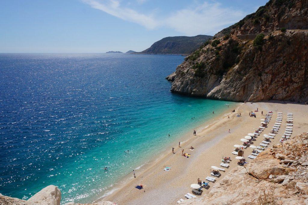Капуташ песчаный пляж Турция