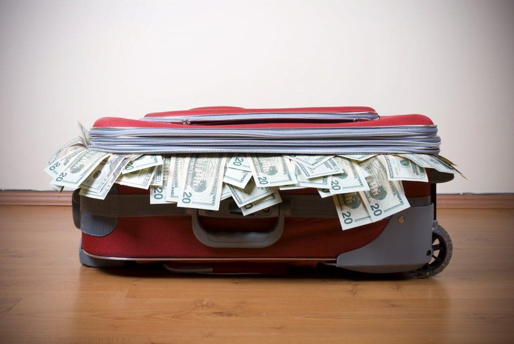 чемодан деньги багаж как перевозить деньги в самолете