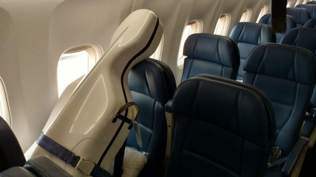 гитара в самолете