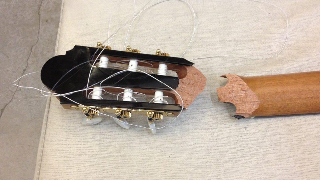 Гитара сломана