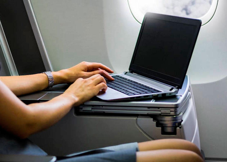 Ноутбук в самолете пользоваться