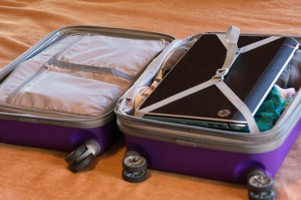 ноутбук чемодан самолет