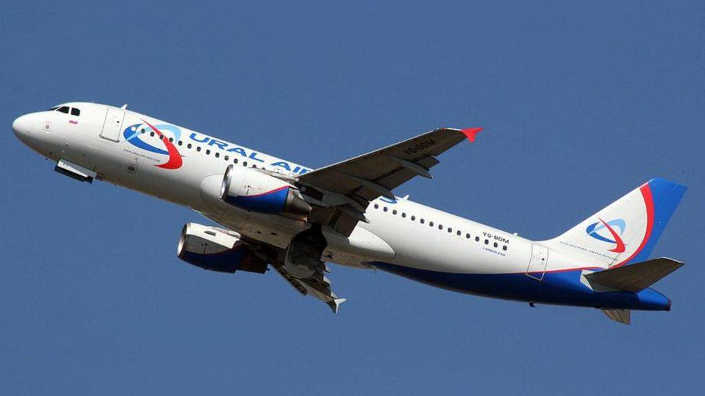 Уральские авиалинии самолет в небе