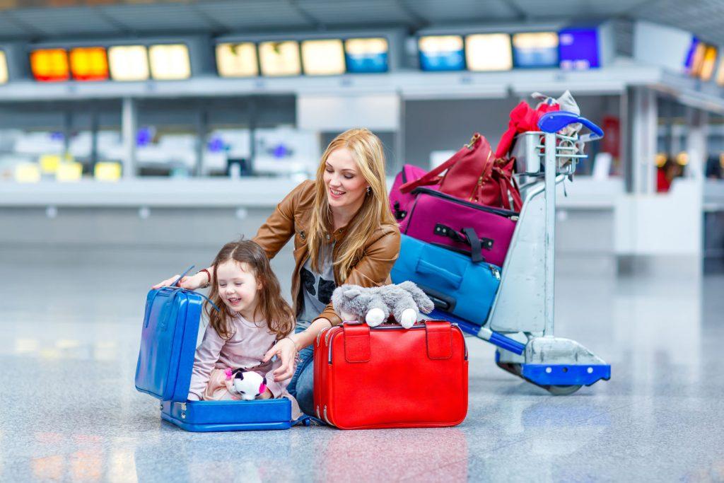 Каждая авиакомпания устанавливает свои правила по транспортировке детского транспорта