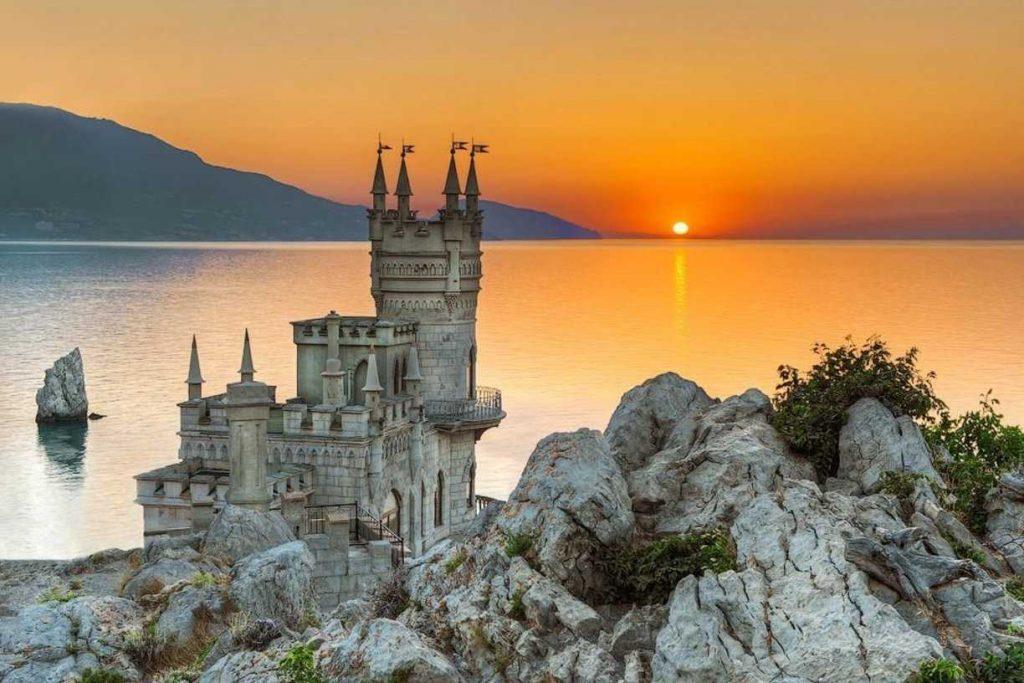 Замок Ласточкино гнездо Крым