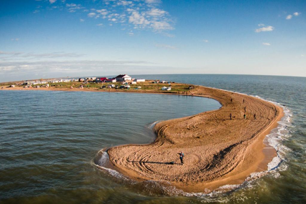 Долгая коса Должанская пляж для детей Азавское море