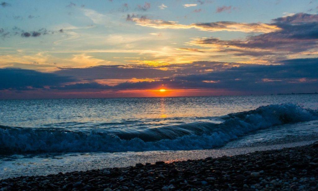Купальный сезон на Черном море с июня по октябрь