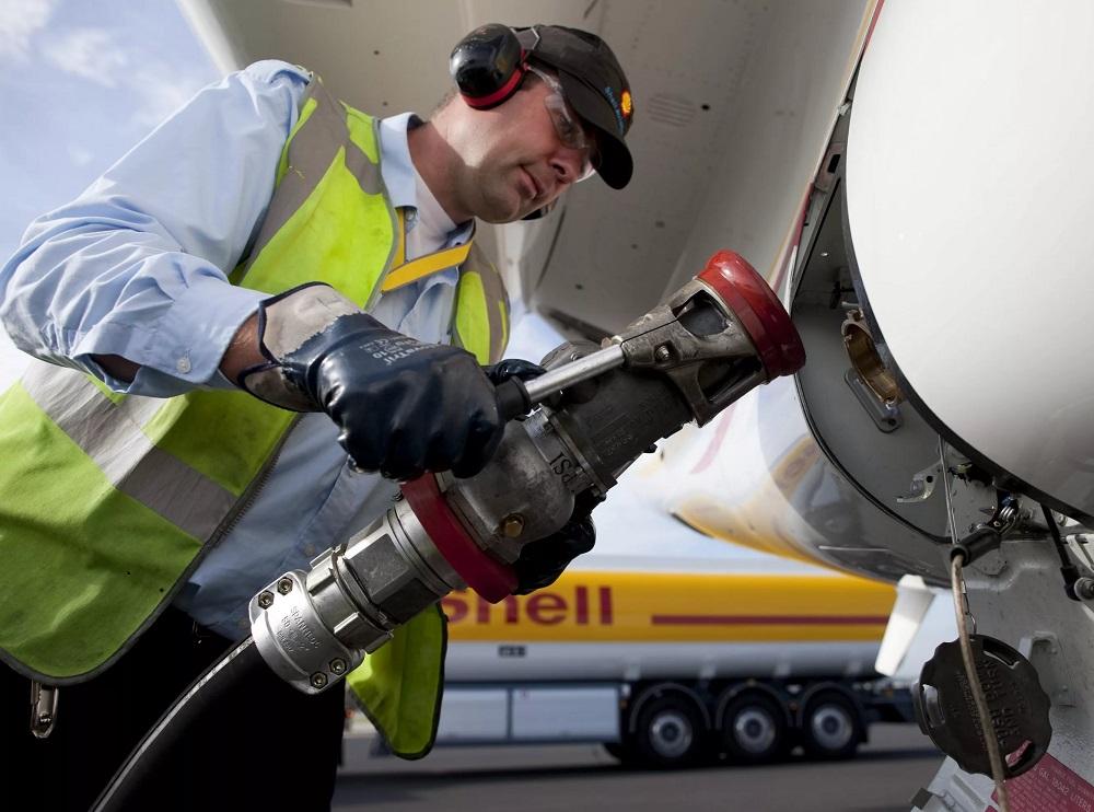 Заправка самолета топливный сбор