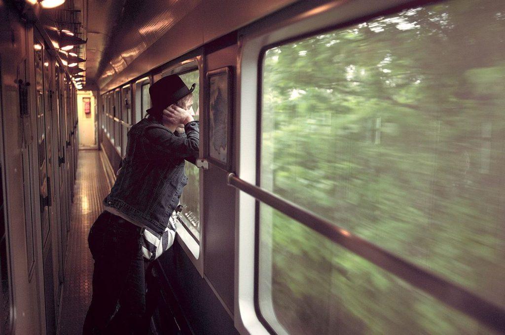 Поезд окно чем заняться в поезде купе