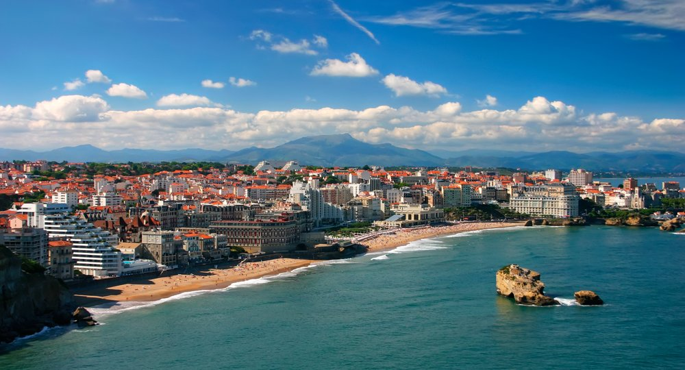 Cheap flights from London to Biarritz
