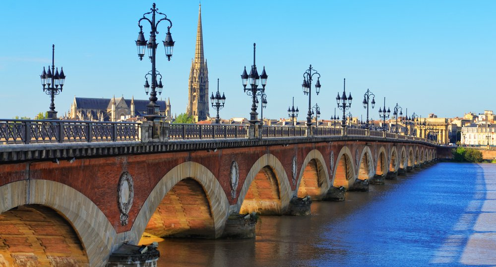 Cheap flights from London to Bordeaux