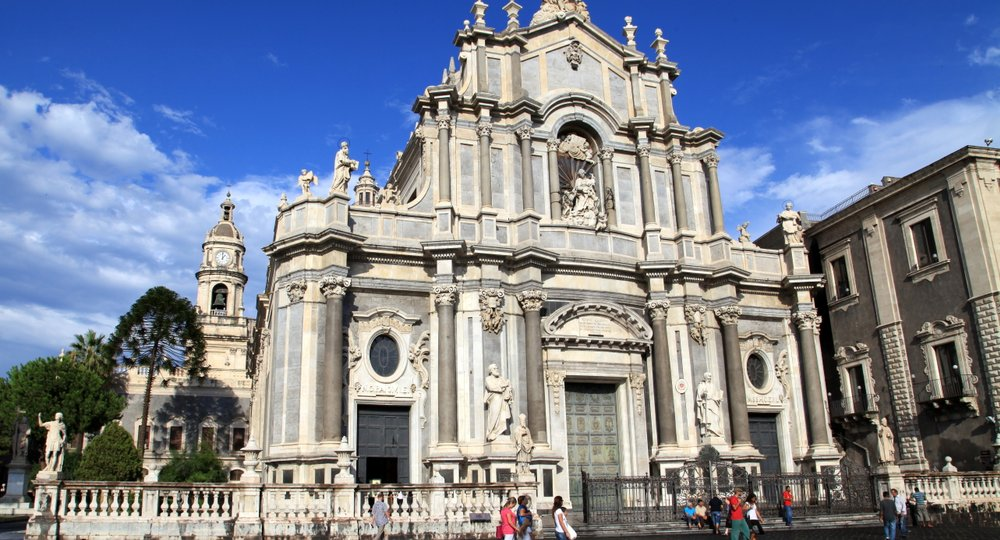 Cheap flights from London to Catania