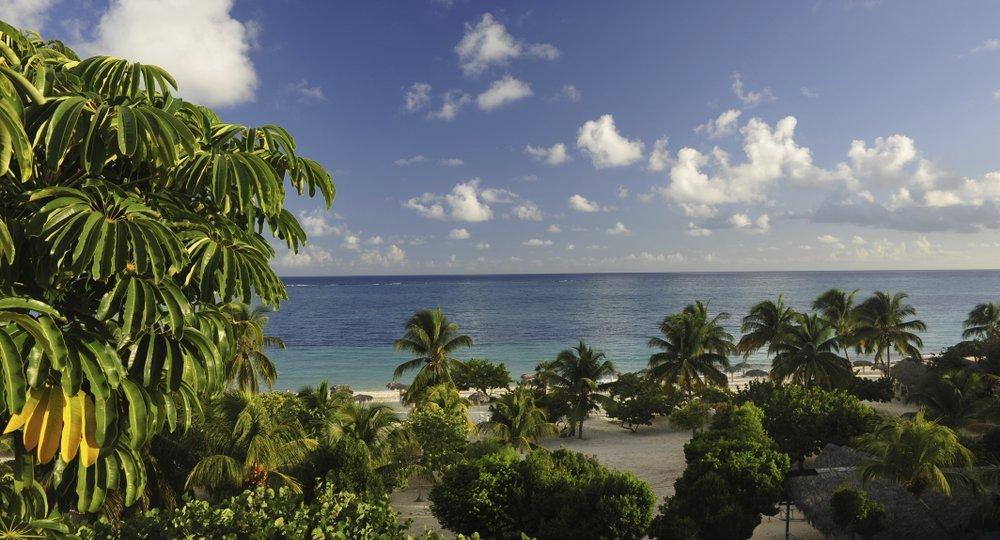 Cheap flights from Miami to Holguin