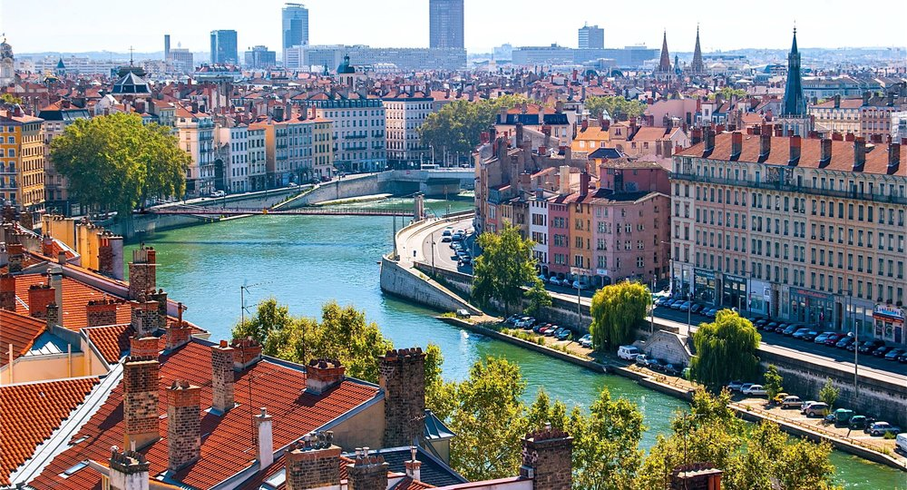 Cheap flights from London to Lyon