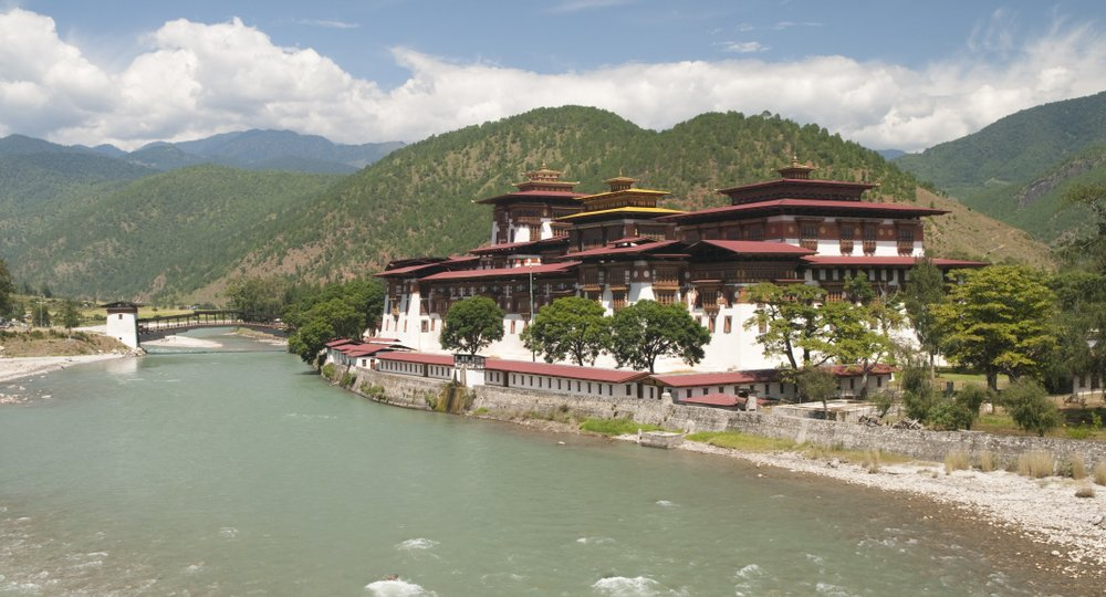 Cheap flights from Delhi to Paro