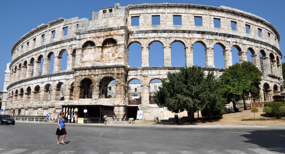 Cheap flights from London to Pula